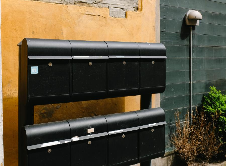 How do snowbirds handle mail? 4