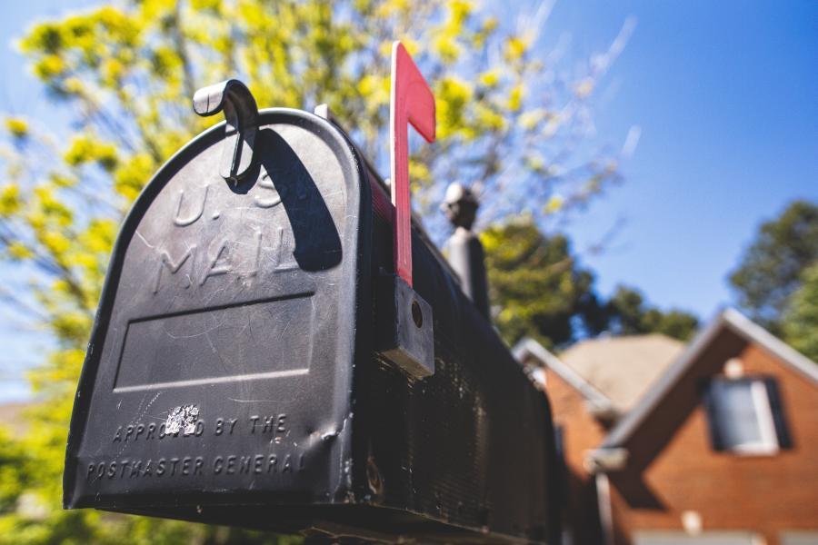 How do snowbirds handle mail? 1