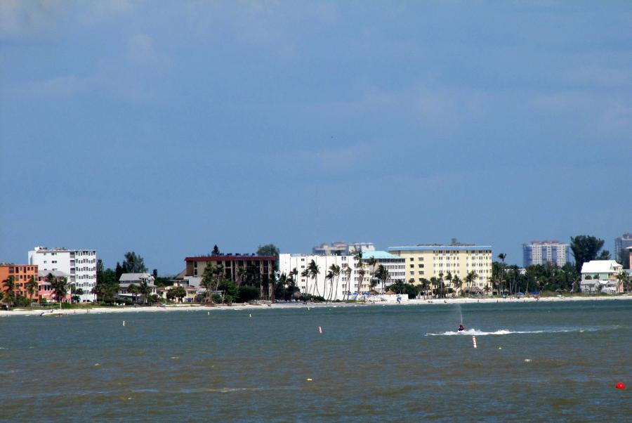 Spend your winter in Fort Myers Beach - Florida - Is Fort Myers a good snowbird location 1